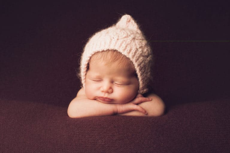 Mother Daughter Quotes Newborn Daughter With a Hat